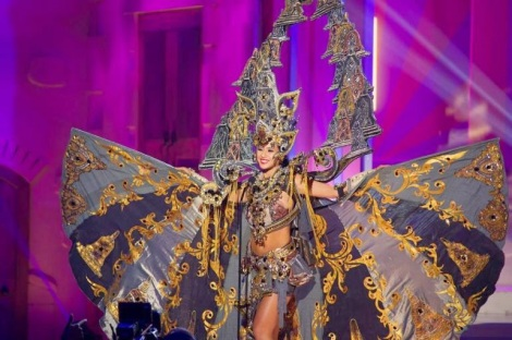 Best Costume in 2015 Miss Universe, performed by Elvira Devinamira